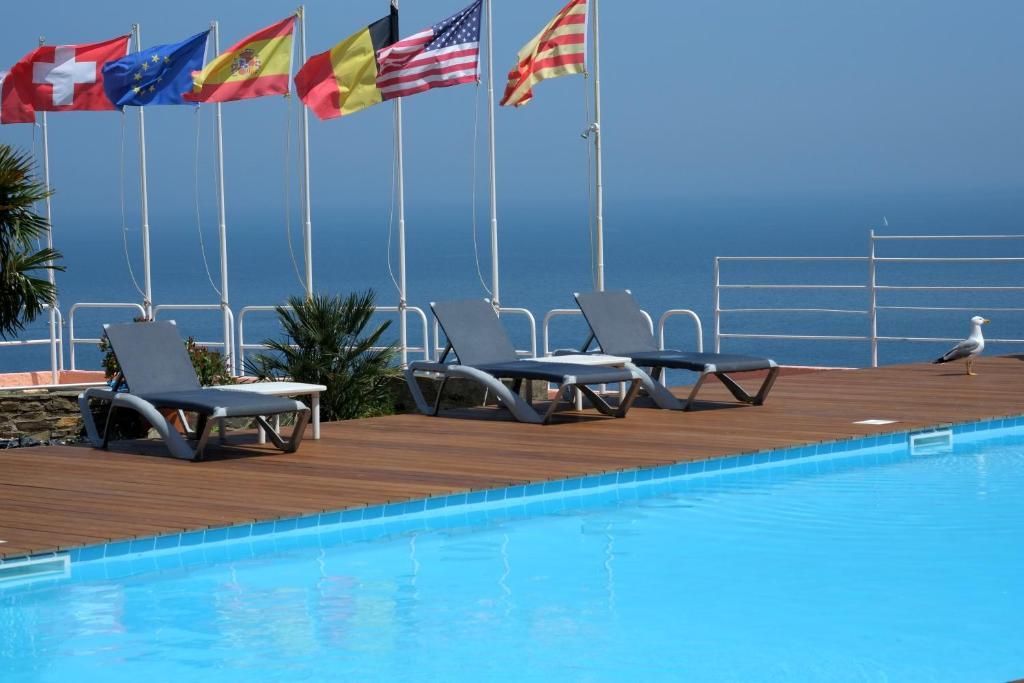 Der Swimmingpool an oder in der Nähe von Le Catalan