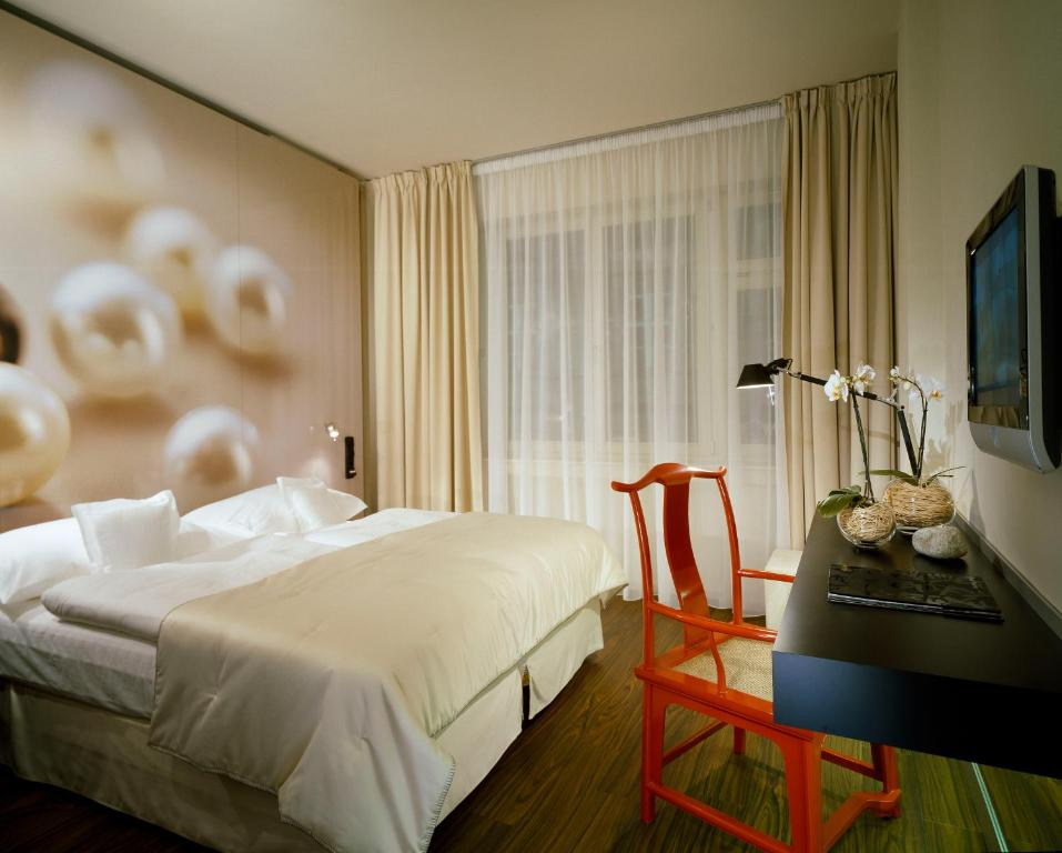 A bed or beds in a room at Perla Hotel