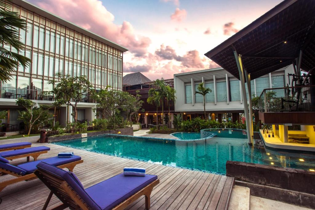 Бассейн в The Lerina Hotel Nusa Dua или поблизости
