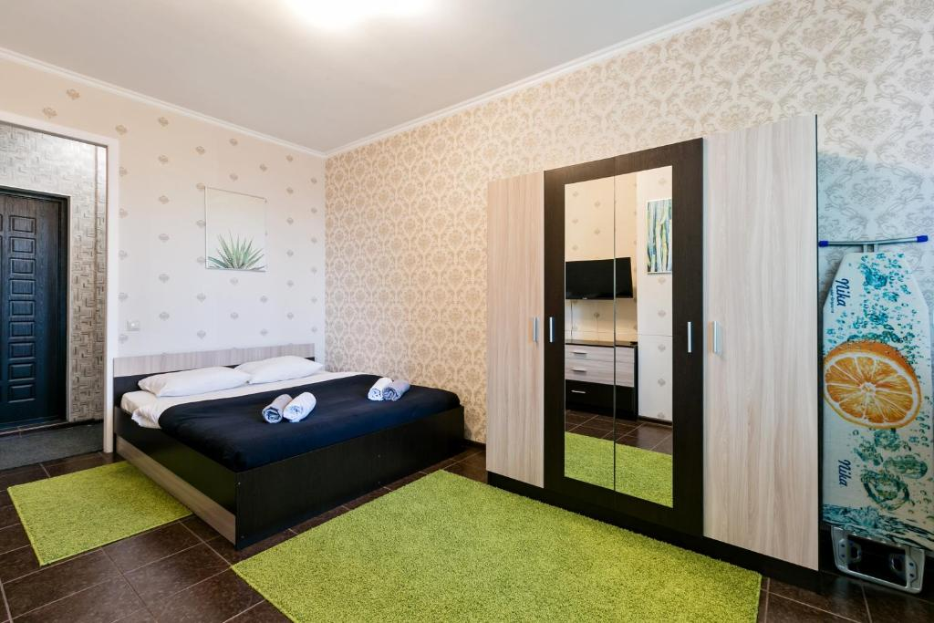 A bed or beds in a room at MaxRealty24 UP-kvartal 2