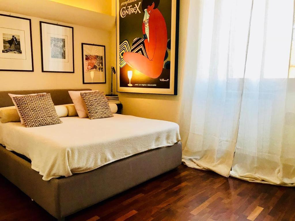 A bed or beds in a room at Elegante appartamento in oasi metropolitana