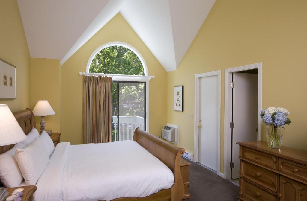 A bed or beds in a room at The Villages at Ocean Edge Resort & Golf Club