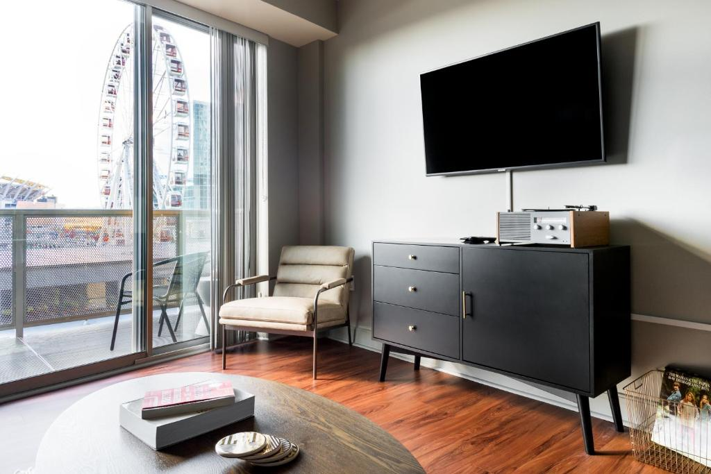 A television and/or entertainment center at Guild Cincinnati - The Banks