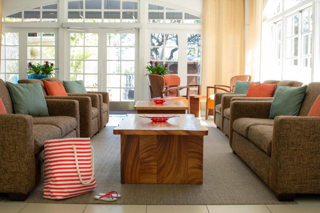 A seating area at Coconut Waikiki Hotel