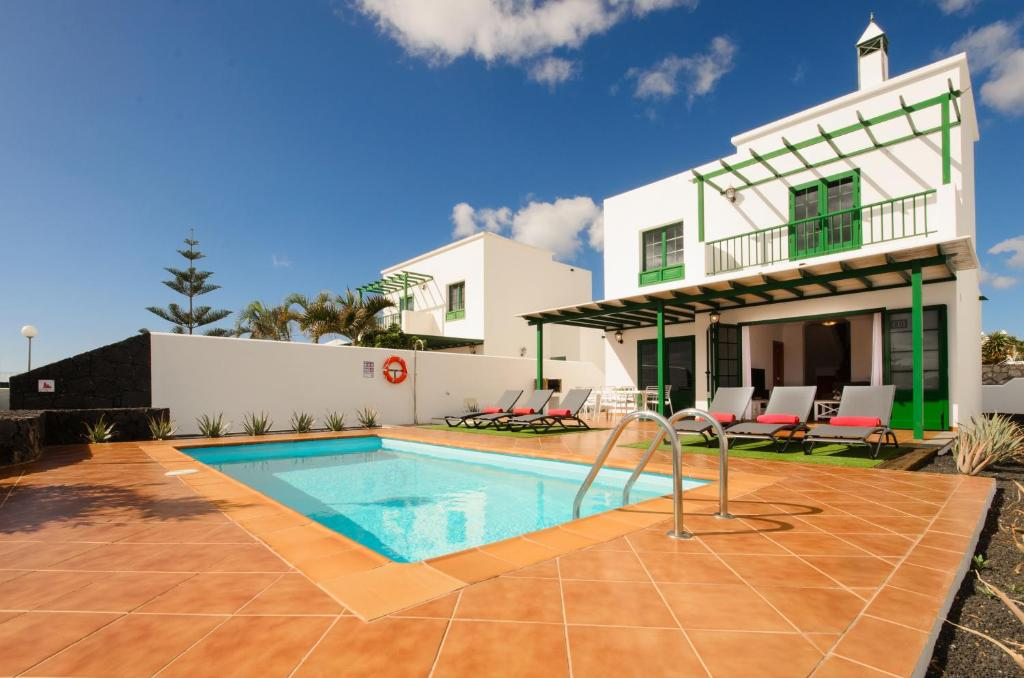 Villas Nohara, Playa Blanca, Spain - Booking.com