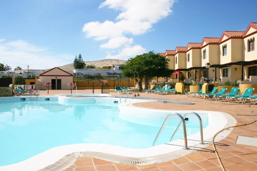 The swimming pool at or near Fuerte Holiday Duplex & Apartments