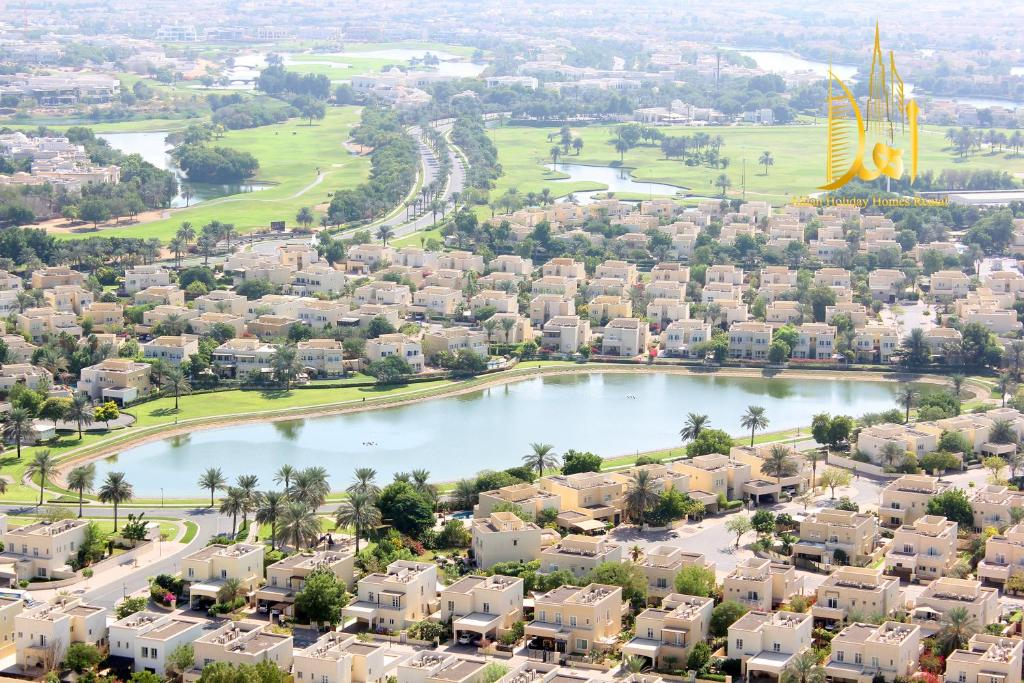 A bird's-eye view of Golf View 2 BR -Ahlan Holiday Homes