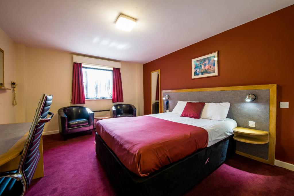 A bed or beds in a room at Pendulum Hotel