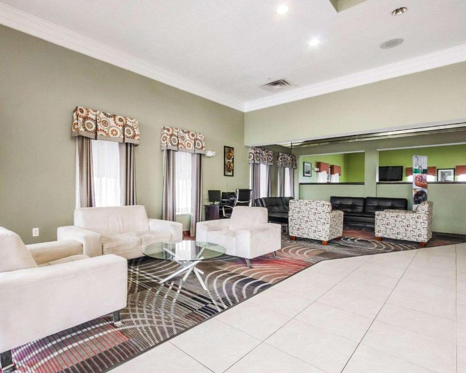 Quality Suites Cordova