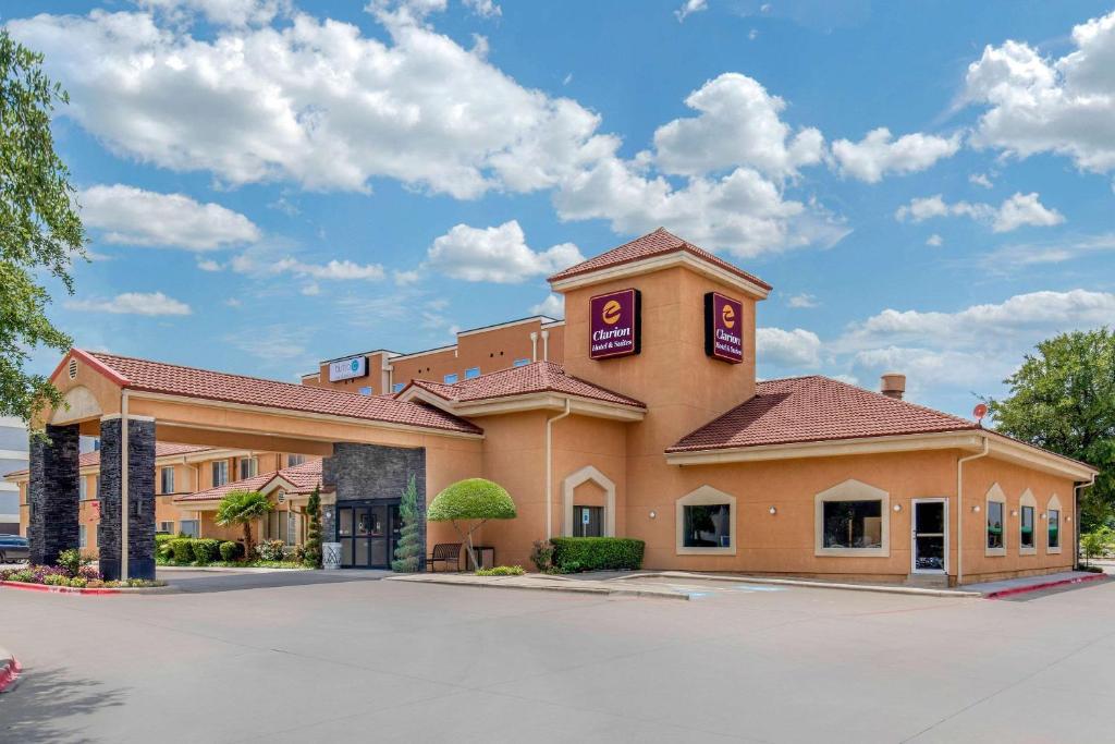 Clarion Inn & Suites DFW North.