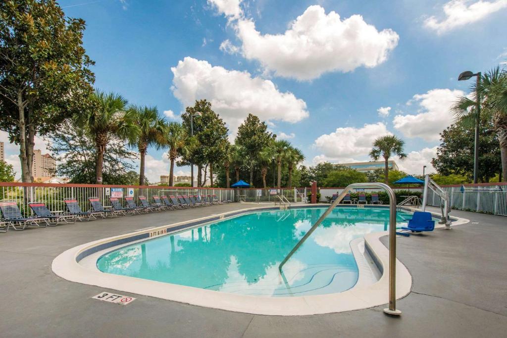 The swimming pool at or near Comfort Inn & Suites near Universal Orlando Resort