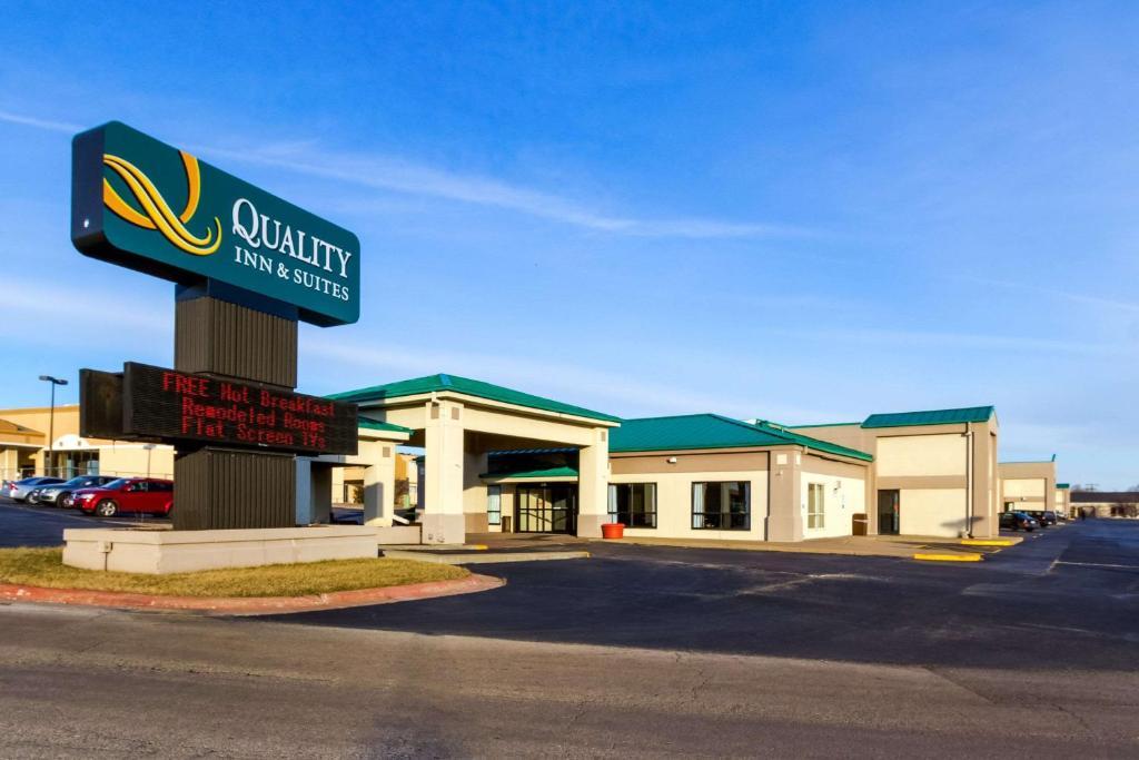 Quality Inn Moline - Quad Cities.