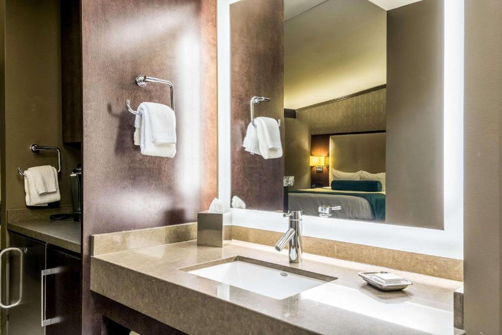 Ramada Plaza Hotel & Oasis Convention Center