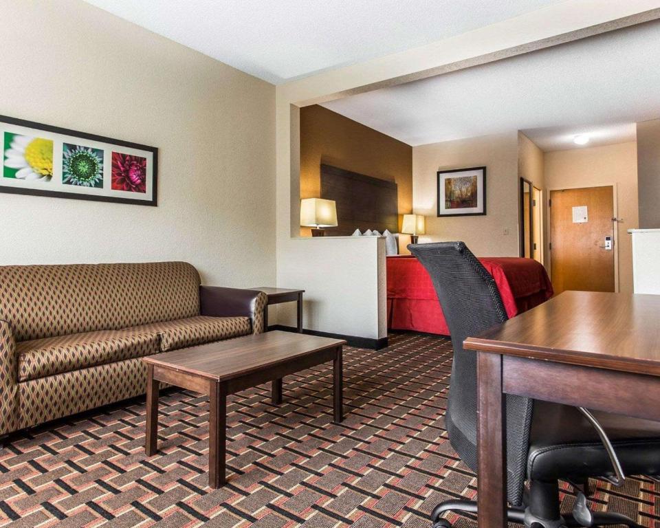 Quality Suites Convention Center - Hickory