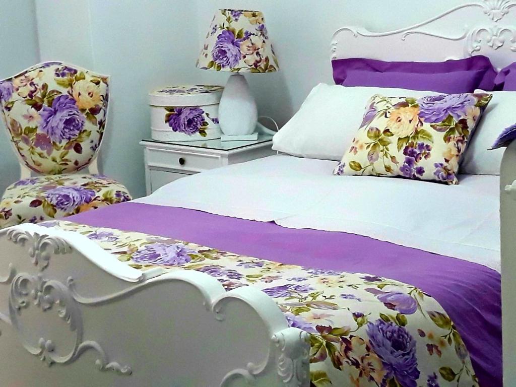 Ein Bett oder Betten in einem Zimmer der Unterkunft Lora Home