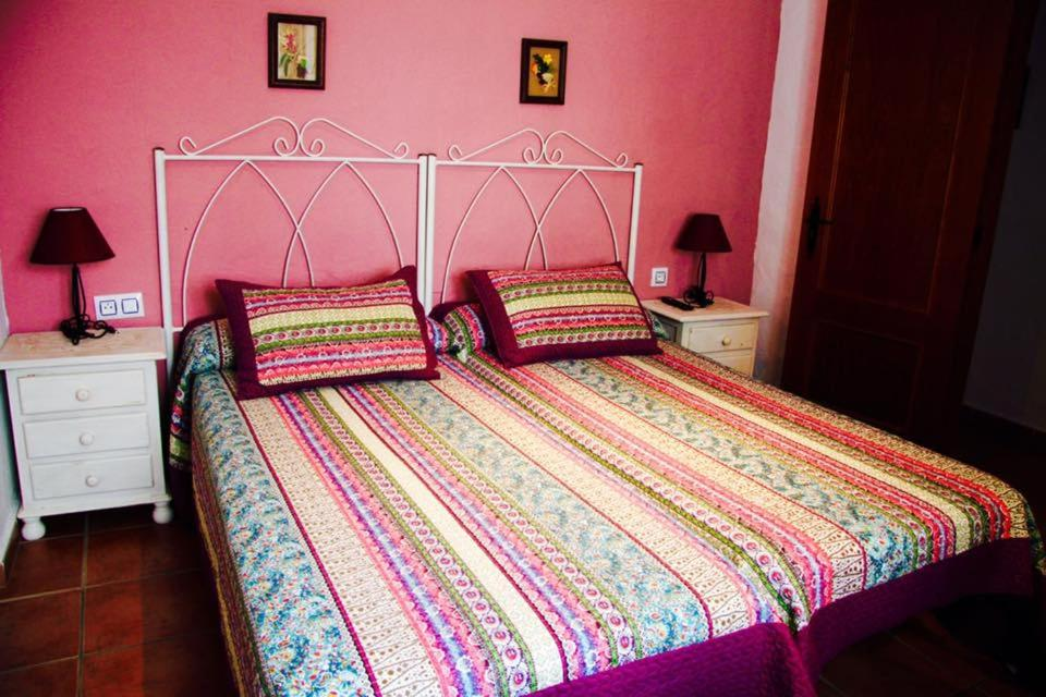 A bed or beds in a room at Hostal El Espinel