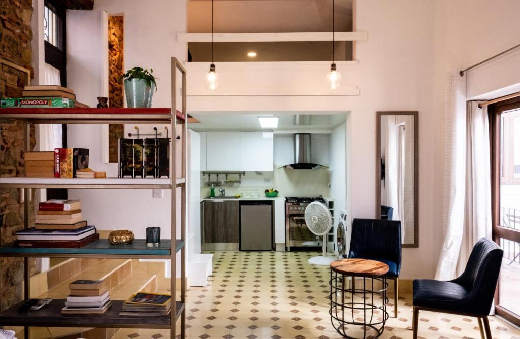 Apartment Small loft at Casa Neuman, Casco Antiguo, Panama ...