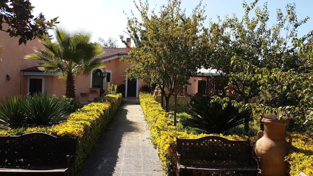 A garden outside Olgiata 84
