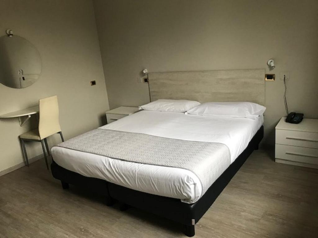 A bed or beds in a room at Hotel Brianza