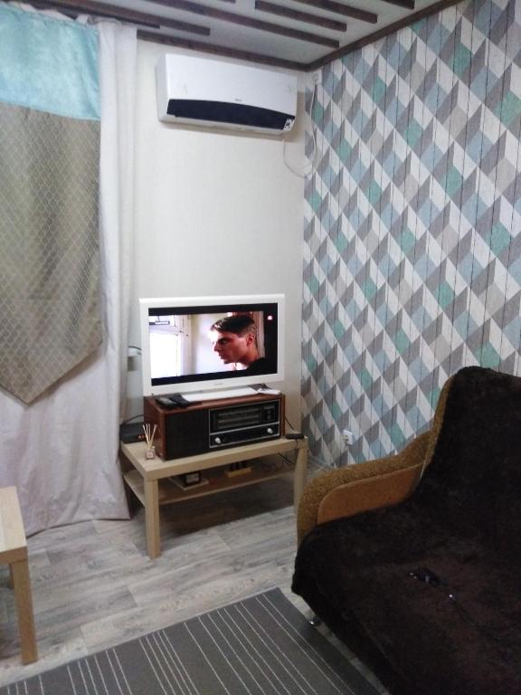 Телевизор и/или развлекательный центр в Apartment on Stadionnyy 3