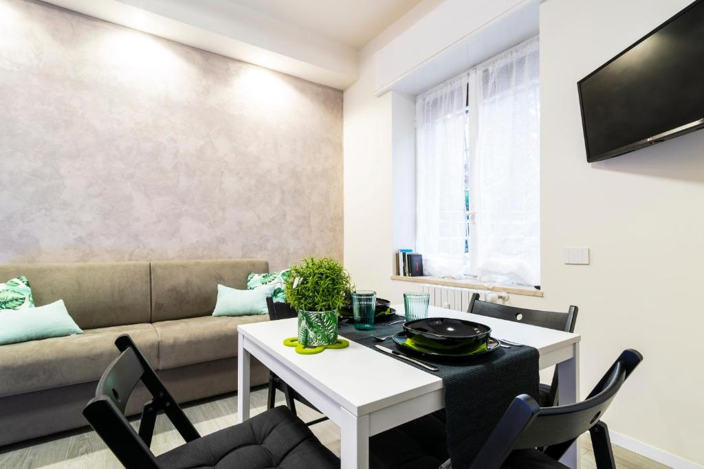 A seating area at Fashion Style Apartment Near MM2 Famagosta