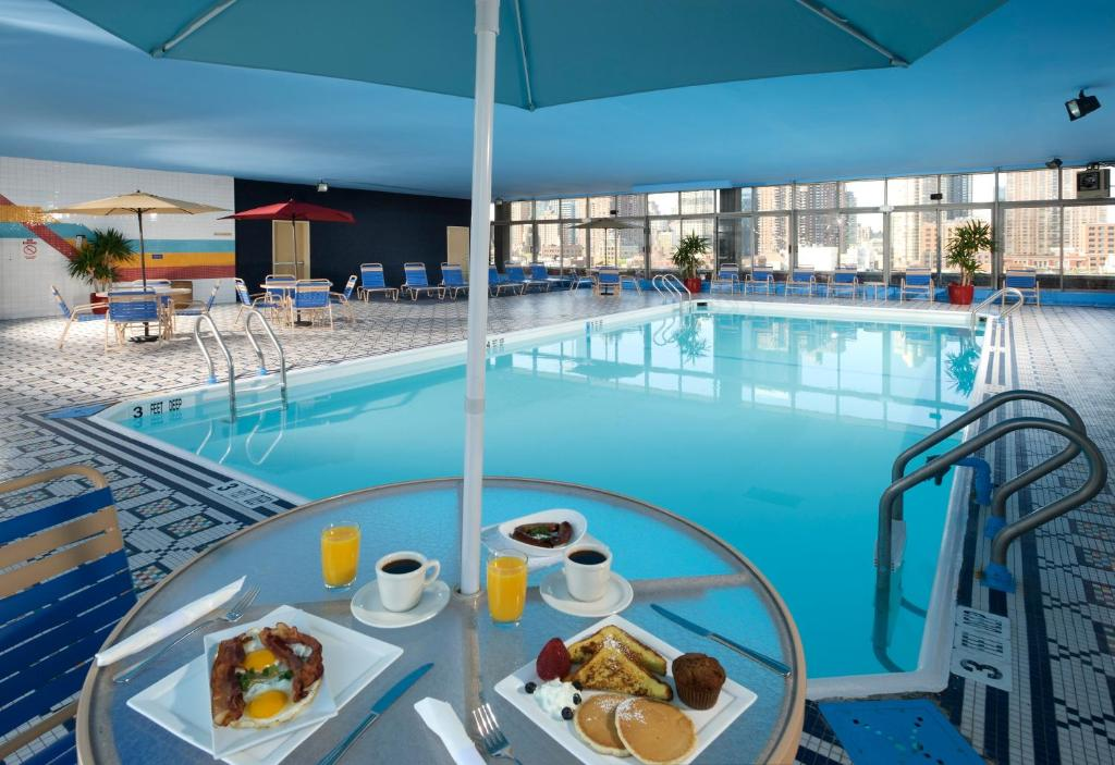 Piscina en o cerca de The Skyline Hotel New York