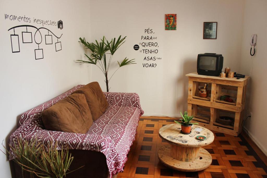 A seating area at Ótimo apartamento