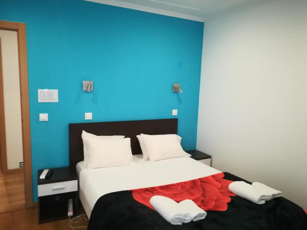 A bed or beds in a room at Martim Moniz 28 Guest House