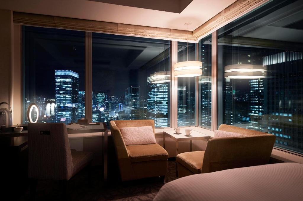 A restaurant or other place to eat at Hotel Metropolitan Tokyo Marunouchi