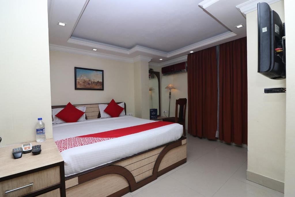 A bed or beds in a room at OYO 686 Hotel Thames International