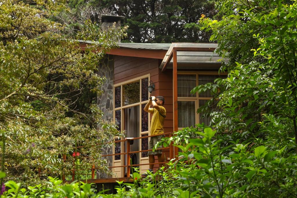 Guests staying at Los Pinos Lodge & Gardens