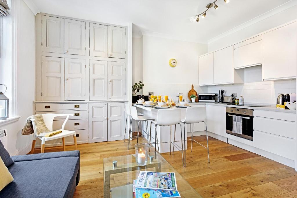 Dapur atau dapur kecil di Bank Chambers Apartments