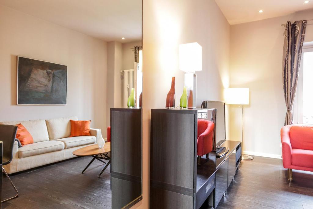A seating area at Magenta Cadorna Elegant Apartment