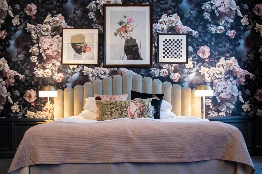 Cama o camas de una habitación en The Vault Hotel