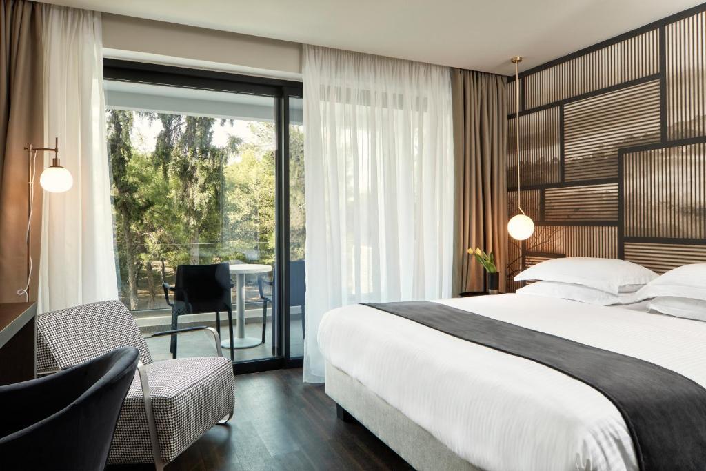 Ein Bett oder Betten in einem Zimmer der Unterkunft Azur Hotel