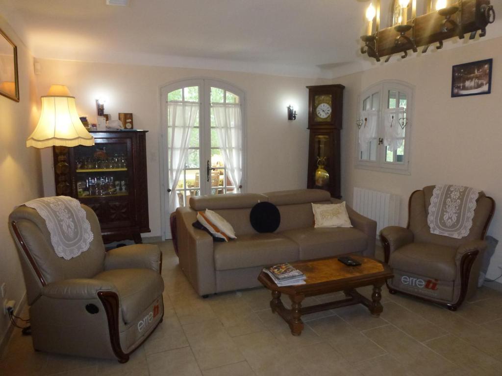 La Table De Chez Nous Lambesc bed and breakfast chambre d'hôtes la pinede, lambesc, france