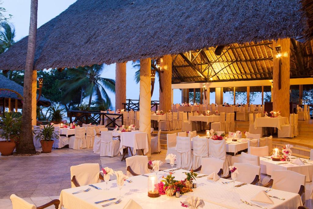 A restaurant or other place to eat at Baobab Beach Resort & Spa