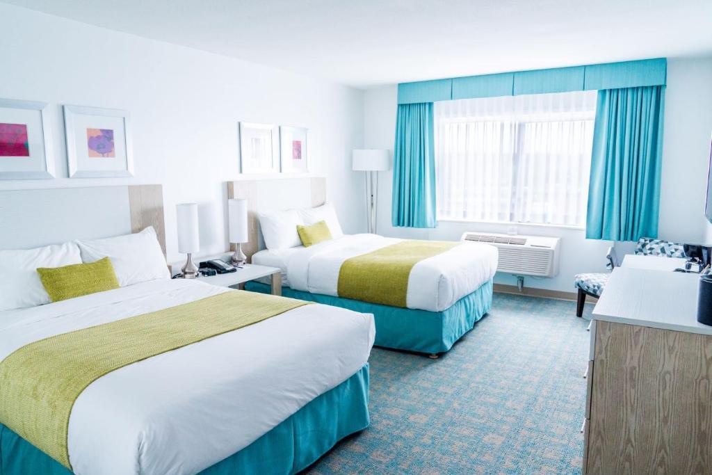 Un ou plusieurs lits dans un hébergement de l'établissement Coast Hotel & Convention Centre