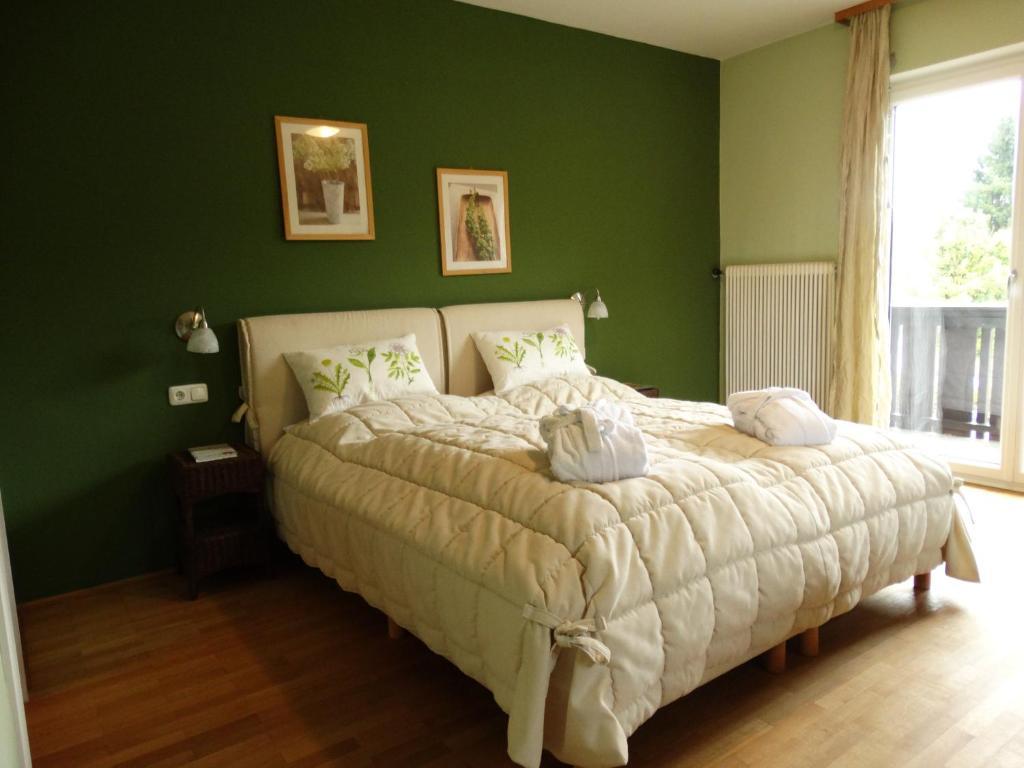 Ein Bett oder Betten in einem Zimmer der Unterkunft Lebensfreude Hotel und Restaurant