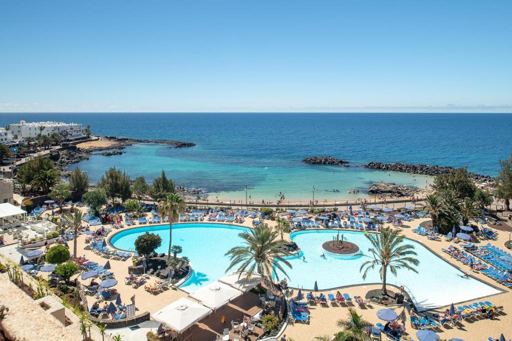 A view of the pool at Grand Teguise Playa or nearby