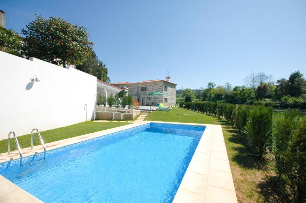 The swimming pool at or near Paradela Villa Sleeps 6 Pool WiFi