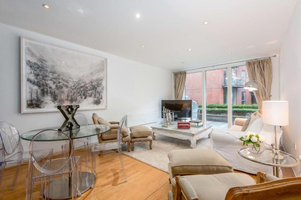 Stunning Surrey Apartment Walton On Thames Uk Booking Com