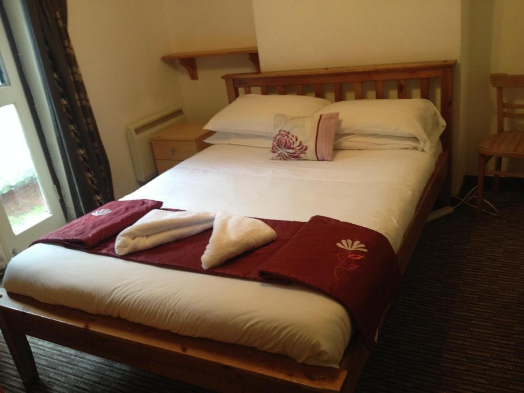 A bed or beds in a room at Sandpiper Guest House