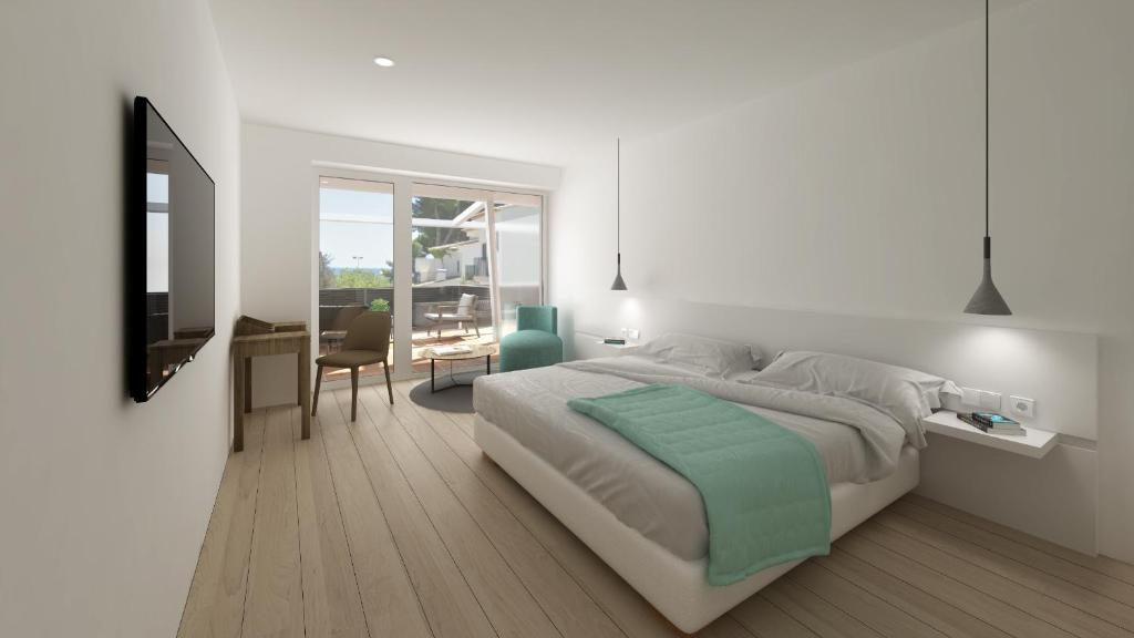 A bed or beds in a room at Hotel Calella de Palafrugell