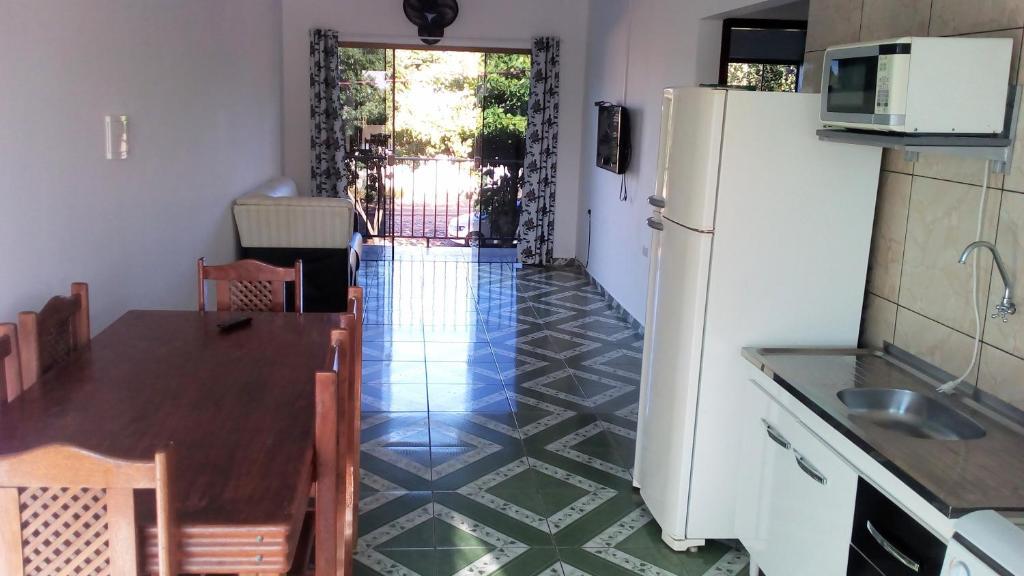 A kitchen or kitchenette at Apartamento da Dona Rô