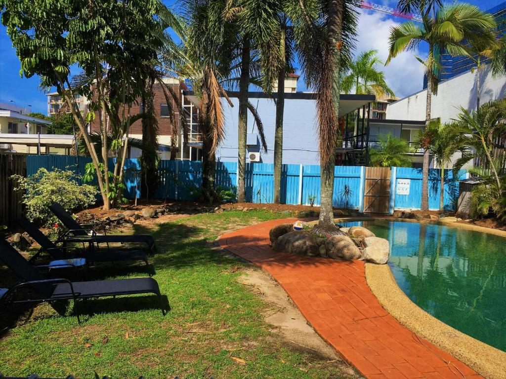 The swimming pool at or near Reef Backpackers