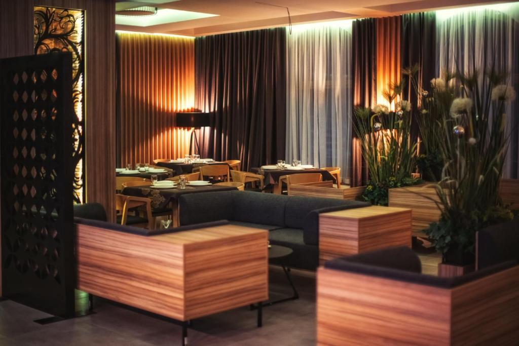 מסעדה או מקום אחר לאכול בו ב-Rezydencja Korona Tatr