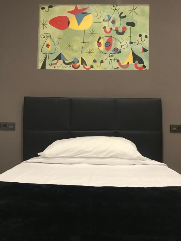 A bed or beds in a room at Hostal Eden