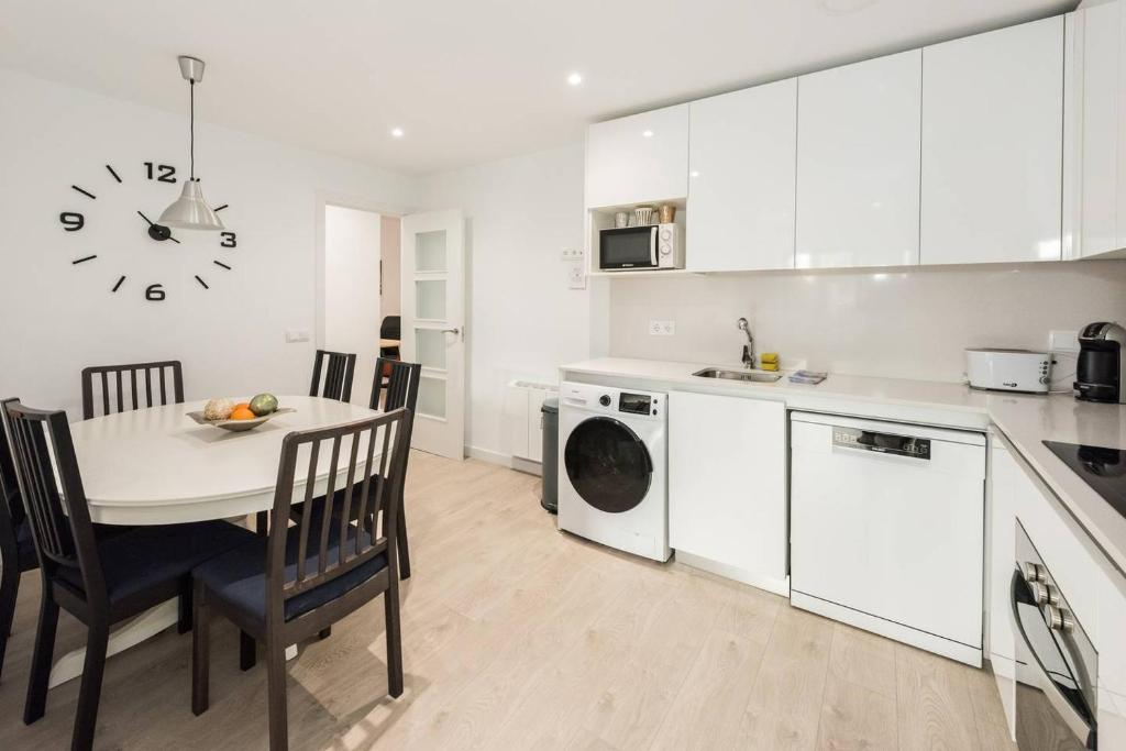 A kitchen or kitchenette at Modern With Ideal Location Next To Atocha Station