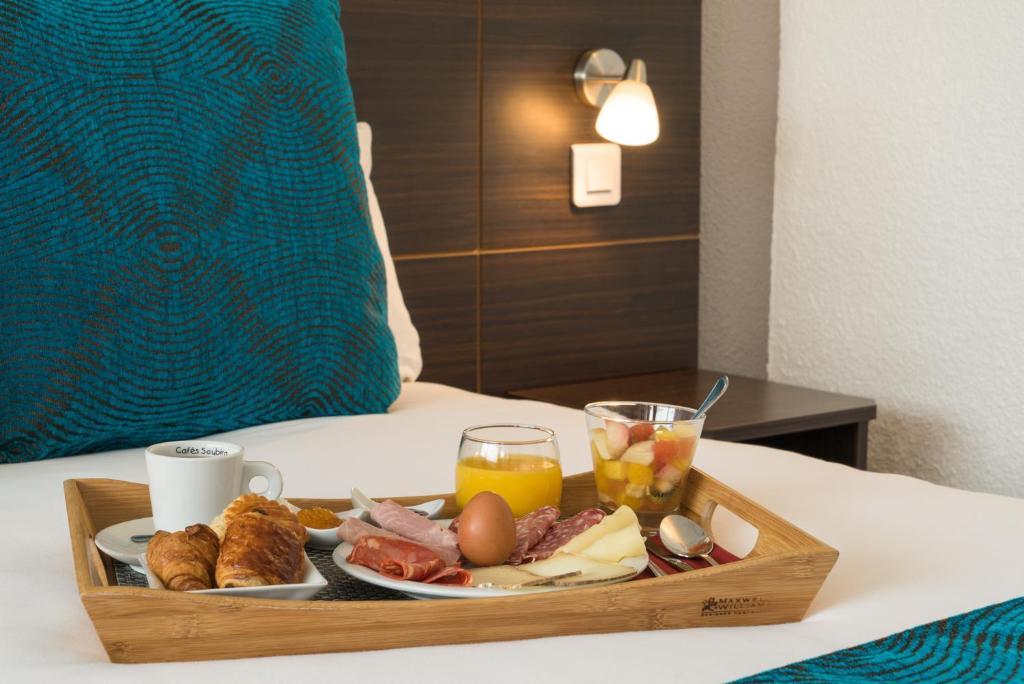 Options de petit-déjeuner proposées aux clients de l'établissement Inter-Hotel Amarys (The Originals city)